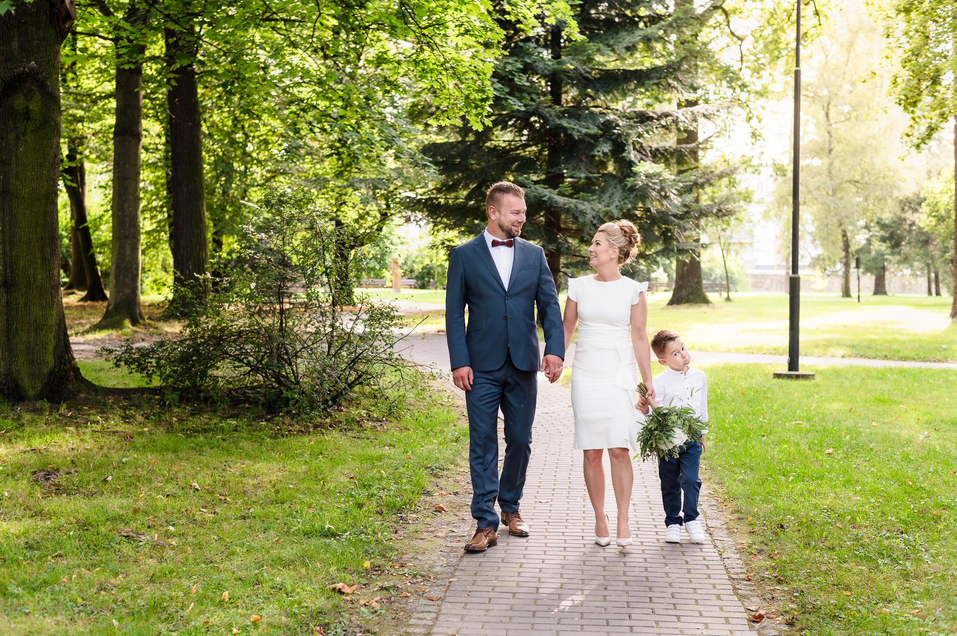 svatební portrét v parku